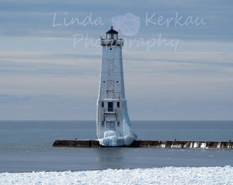 Photo of Frankfort Lighthouse with ice