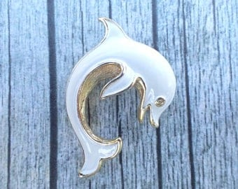 Vintage Signed Trifari White Enamel Leaping Fish Brooch AC157