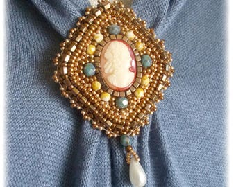 Brooch embroidered cameo/old/vintage/antique/historical/woman-inspired style
