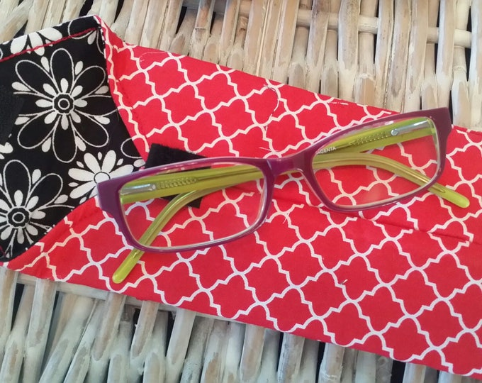 EYE GLASS CASES-Red n' White Quartrefoil (Phone & glasses not included)