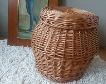 Wicker basket, basket with lid, rattan basket, storage basket, 70s furniture, Christmas gift, girls room, craft basket, braided basket, end table