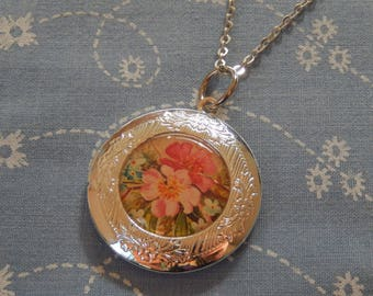 Round Silver Plated Pink Floral Locket Pendent Necklace