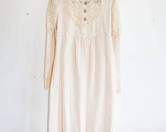 Vintage 1970s Prairie Style Rose and Lace Wedding Dress Beige Off-White