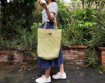 FREE SHIPPING,Natural Mat Grass Tote,Handknit Tote Bag,Large Size Tote,Handknit Shoulder Bag,Button Fasten