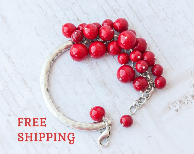 Womens red bracelet, Red bead bracelet, Bracelet rouge, Red jewelry, Red girlfriend gift, Love bracelet, Bracelet femme, Pulsera roja