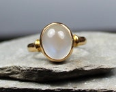 Antique Victorian 18CT Gold Moonstone Cabochon Ring