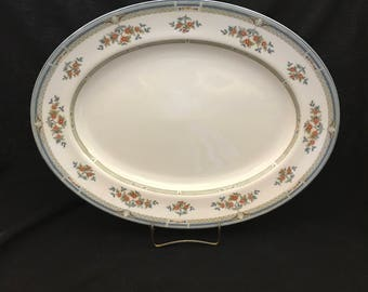 Wedgwood ''Hampshire'' Bone China Oval Serving Platter.  15 1/4'' and Made in England (CGP-1018)