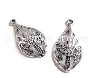 2 pendants - charms - metal drops - antique silver - 30 x 16 mm