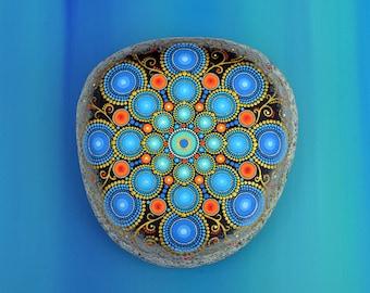 Mandala Stone, hand painted-milan-, dot art painting flower gift Fairy dream Ornament unique Décor
