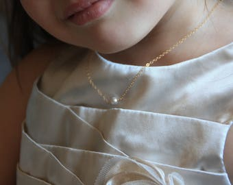 SIngle Pearl Gold Necklace. Children jewelry. Baptism jewelry. Girl Necklace. First Communion. Baby shower. Flowergirls gift. Christening