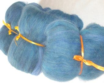 Blue mohair with merinowool batts for spinning.