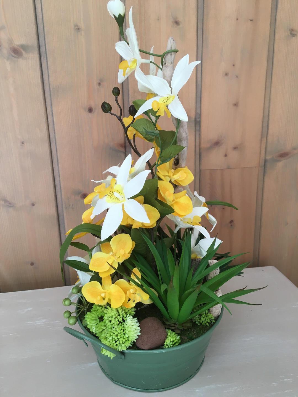Composition florale artificielle dans les tons jaunes for Composition florale avec bois flotte
