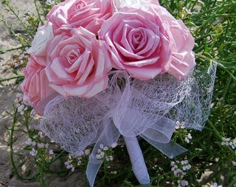Bouquet of roses in shades of pink and white