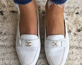 Vintage CHANEL CC Logo White Leather TURNLOCK Loafers Flats Driving Shoes Smoking Slippers Ballet Flat 39.5 us 8.5 - 9