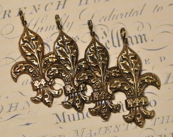 French Vintage Style Repoussé Fleur de Lis Raw Brass Stamping or Finished Pendant Antique Golden Tone Made in USA 21V