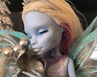 Frostbite: Ooak Monster High Repaint