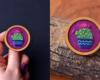 Embroidery Pinky Cactus Brooch in Wood Frame