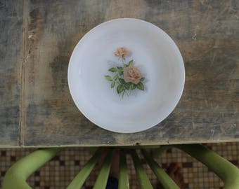 Small plate retro vintage romantic dessert glamorous, pink, love, refined, sophisticated, country, Arcopal FRANCE 70s