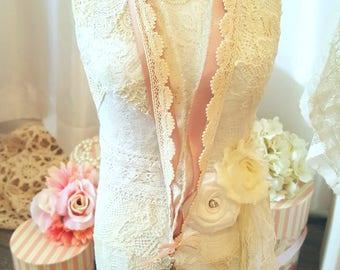 Romantic Lace Necklace - Victoria