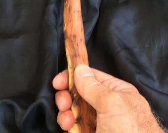 Hizers handmade wooden wand