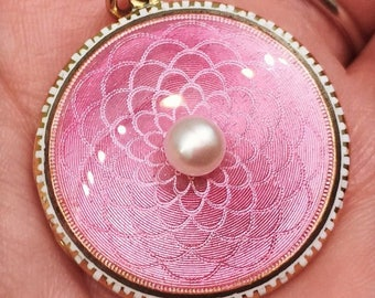 Antique Edwardian pink guilloché enamel locket, in 15-carat gold with a natural pearl