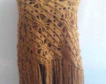 Shawl. Angora wool.