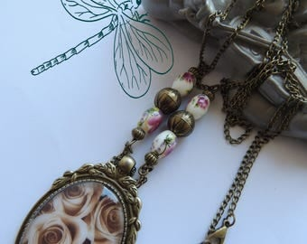 """Necklace bronze pendant necklace baroque metal """"LES ROSES yesterday""""."""