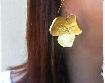 Elegant&Classy Poppy Hook Earrings