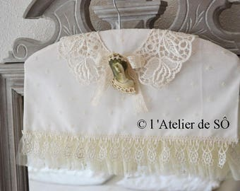 Romantic decorative hanger with lace collar and PIN