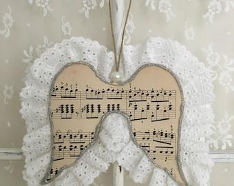 Ailes d'ange à suspendre, dentelle anglaise et partition de musique - ornement sapin de Noël