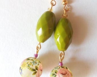 handmade earrings with pearls and glass beads decorated with roses/earrings