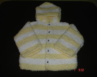 Pale yellow and white coat.