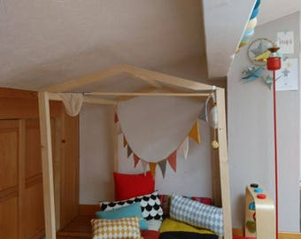 Kids wooden hut