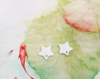 Star bead/charm small white shell