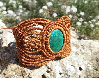Brown bracelet with chrysocolla