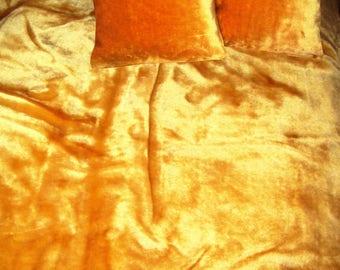 Top offer! 3 piece set, 1 bedspread 200 x 160 + 2 pillowcases 40 x 40 Gold