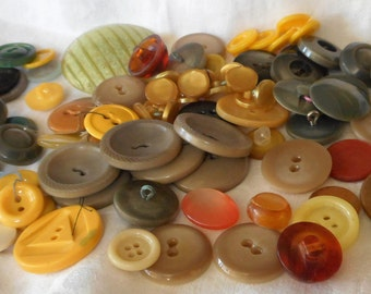 Lot of 100 VINTAGE Mix Yellow & Tans Plastic and Vegetable Ivory Tagua Nut Sewing Craft BUTTONS  P1