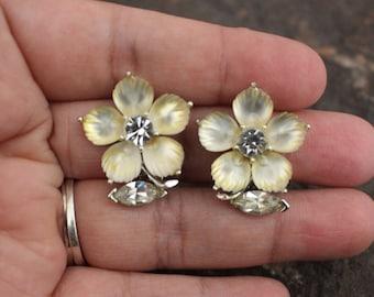 Lisner Earrings, Vintage Earrings, Vintage Lisner Earrings, Floral Earrings, Vintage Jewelry, Silver Tone Earrings