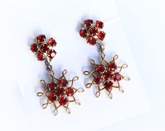 Vintage Red Rhinestone Earrings ~ Gold tone and Red Screw back Earrings ~ Vintage Costume Jewelry ~ Dangle Earrings