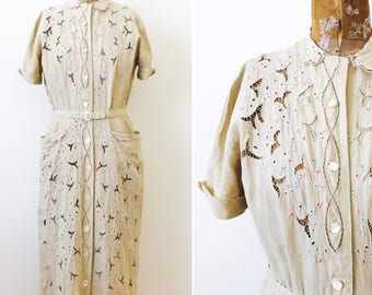 Vintage 1940s Eyelet Linen dress/Beige Color/Embroidered flowers/Mother of pearl buttons/Adorable Pockets/Peter Pan Collar