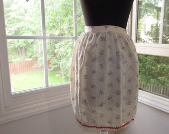 Sweet County Kitchen Floral Apron with Red Zigzag Trim, Vintage Apron