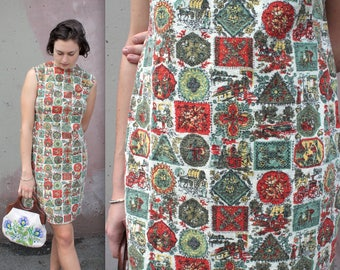 Vintage 1960s Dress // 50s 60s Novelty Print Linen Day Dress // Sleeveless Summer Shift Dress with Victorian Folk Vignette Print