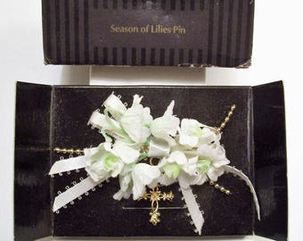 Avon White Lily Flower Pin Brooch Gold Tone Vintage 1995 Season of Lilies Fabric Petals Detailed Floral Cross Nail Head Bead Strands