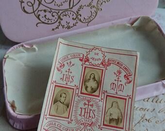 Adorable antique French pink bon bon box chocolaterie box BAPTEME with Sacre Coeur prayer card c1890