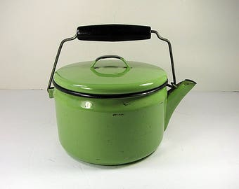 Vintage GREEN ENAMEL KETTLE PoT w/ Spout & Lid Enamelware Lime Small Kitchen Cooking