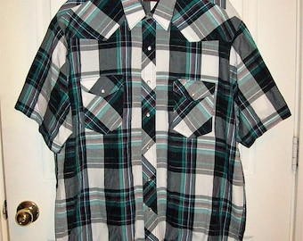 Vintage Men's Black, White & Green Plaid Snap Front Short Sleeve Shirt by Wrangler Western Shirts XL Only 10 USD