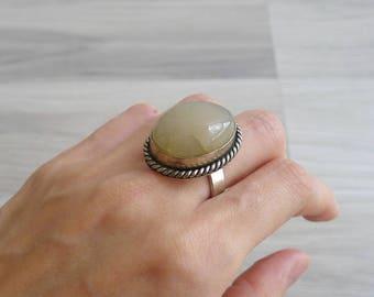 Vintage 70's Cream Quartz Stone Oval Hippie Ring (Adjustable)