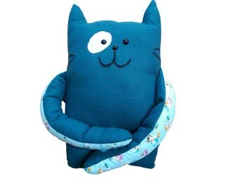 Cuddly cushion cat Snoes