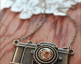 Photographer Necklace, Camera Statement Necklace,  Camera Necklace,  Camera Jewelry, Photography Jewelry, Vintage Camera Necklace