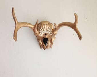 Real Jeweled Deer Skull - Third Eye Antlers Black Gold White Natural Wall Decor Hanging Decoration Jewels Adorned Beaded Decorated Taxidermy